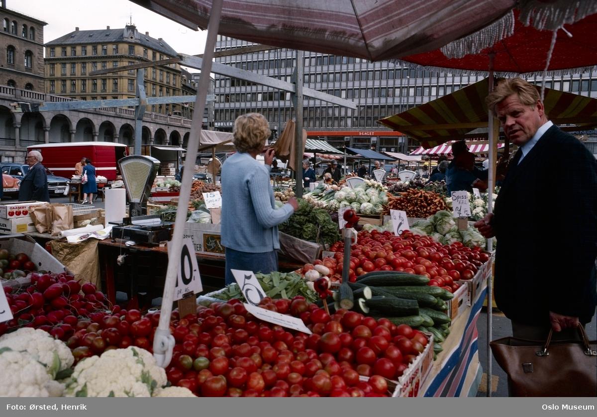 torg, torghandel, mennesker, grønnsaker, tomater, bygård, Folkets Hus
