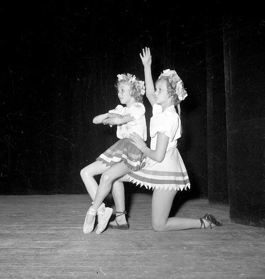 """Enligt notering: """"Balettuppvisning Kongresshallen 1954""""."""