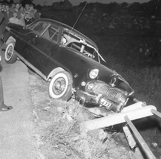 "Enligt notering: ""Bilkrock vid Skeppsviken 9/8 57""."