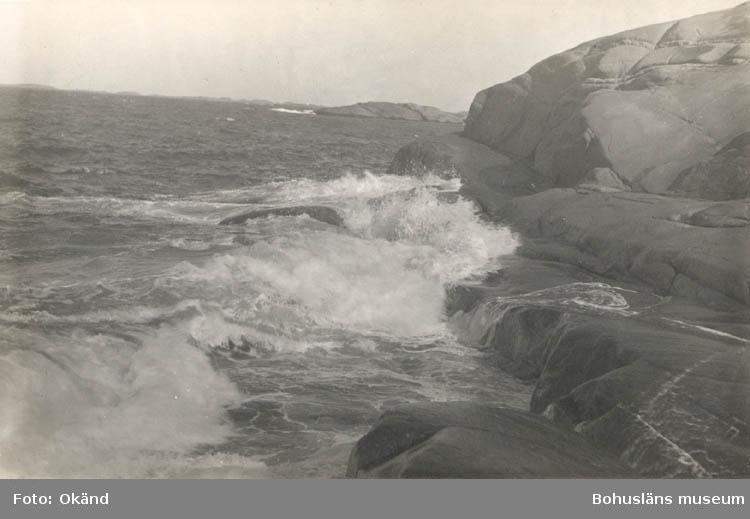 """Noterat på Kortet: """"Lysekil. Stångehuvud2. """"Foto Nord. Konst"""". """"Bohuslän 6001/14 Motiv fr. Bohusläns skärgård""""."""