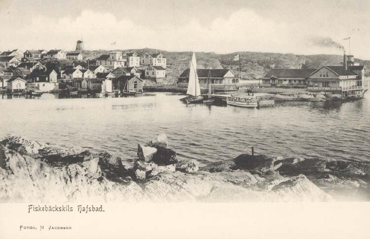 """Tryckt text på kortet: """"Fiskebäckskils Hafsbad."""" ::"""