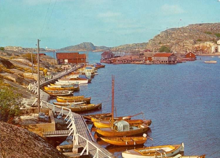 """Tryckt text på kortet: """"Bohuslän. Idyll från västkusten."""""""