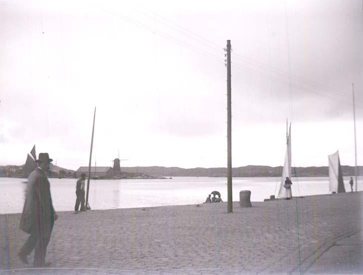 "Enligt text som medföljde bilden: ""Marstrand, Kajen."" ::"