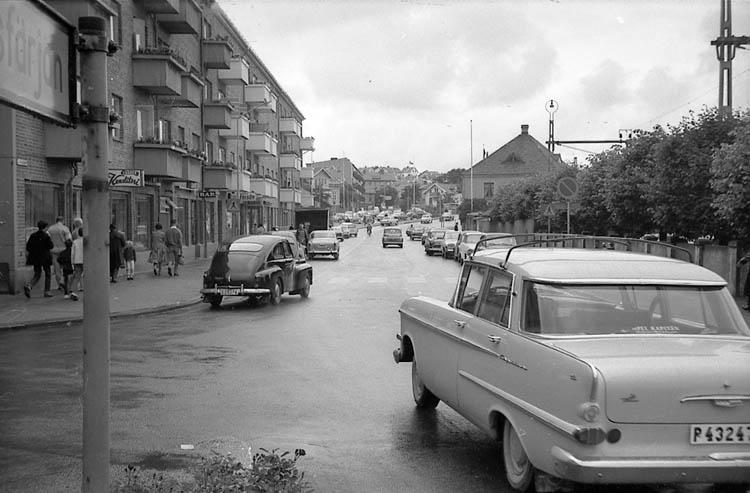 Vänstertrafik på Hamngatan i Lysekil.