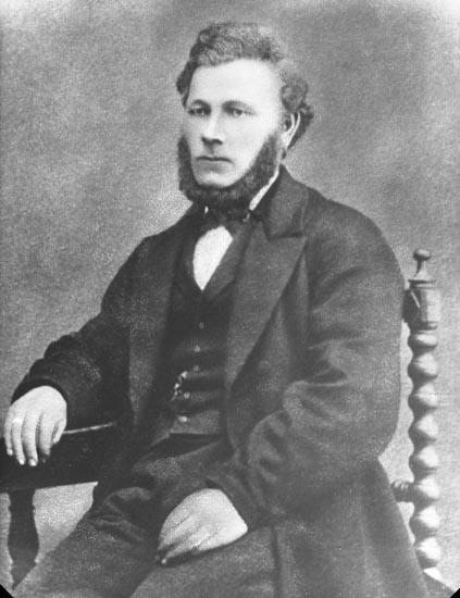 """Enligt fotografens noteringar: """".....Skollärare R. Lindqvist far."""""""