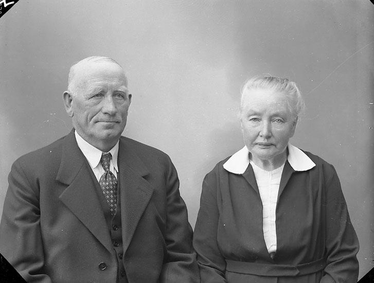 """Enligt fotografens journal nr 7 1944-1950: """"Andersson. Herr Johan Lugnet Ödsmål""""."""