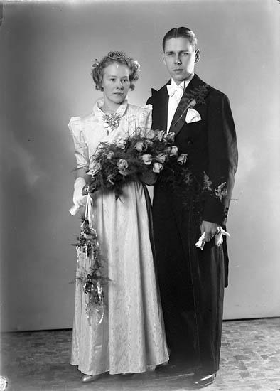 """Enligt fotografens journal nr 6 1930-1943: """"Evaldsson, Rune Ytterbyvägen Kungälv""""."""