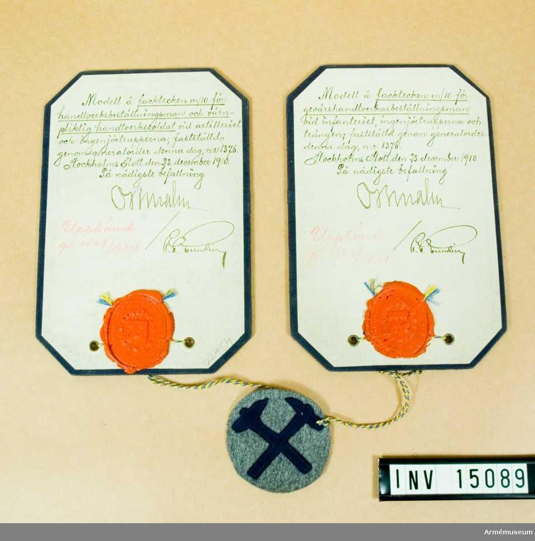 Grupp C I.  Modell å facktecken m/1910 för gevärshantverkarebeställningsman vid infanteriet, ingenjörstrupperna och trängen, samt för hantverksbeställningsman och värnpliktig hantverkssoldat vid artilleriet och ingenjörstrupperna, fastställd genom go nr 1376 den 1910-12-23.