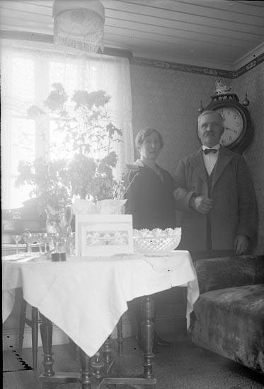 "Enligt fotografens journal nr 5 1923-1929: ""Thorén, Fru Stenungsund""."