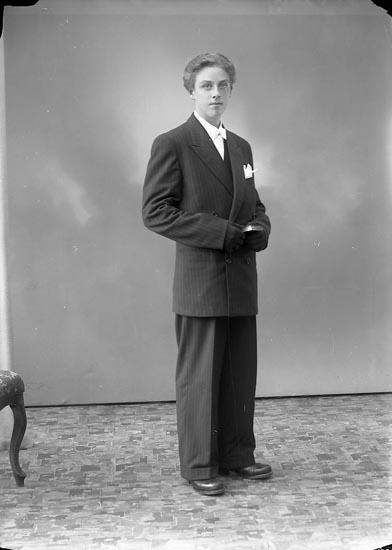 """Enligt fotografens journal nr 7 1944-1950: """"Fast, Bror Här""""."""