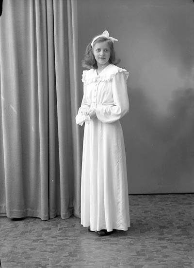 "Enligt fotografens journal nr 7 1944-1950: ""Wilhelmsson, Irene Ödsmål""."