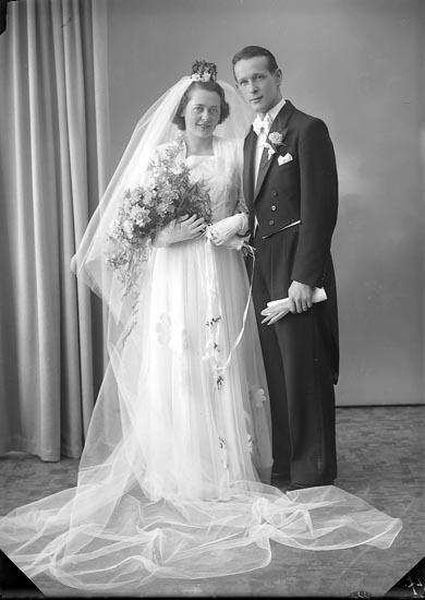 """Enligt fotografens journal nr 7 1944-1950: """"Björck, Ingeniör Uno Idrottsv. 8 Thtn""""."""