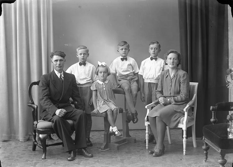 "Enligt fotografens journal nr 7 1944-1950: ""Larsson, Ellen Lundby Spekeröd""."