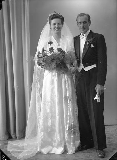 """Enligt fotografens journal nr 7 1944-1950: """"Nordenberg, Herr Olof, Lotsbåten via Böttö""""."""