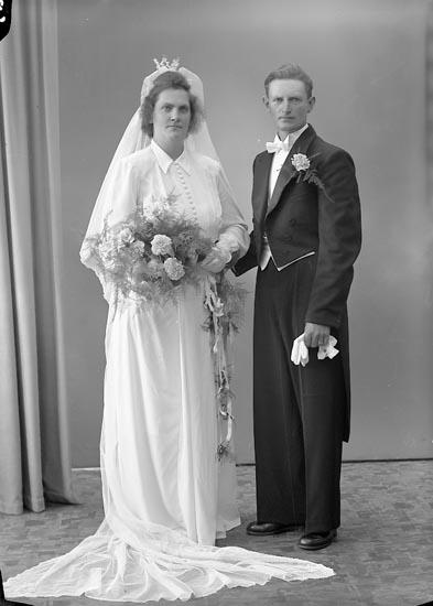 "Enligt fotografens journal nr 7 1944-1950: ""Albinsson, Herr Gunnar, Grössby, Ucklum""."