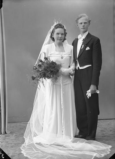 """Enligt fotografens journal nr 7 1944-1950: """"Olofsson, Herr Arne, Sörkälleg. 24 Uddevalla""""."""