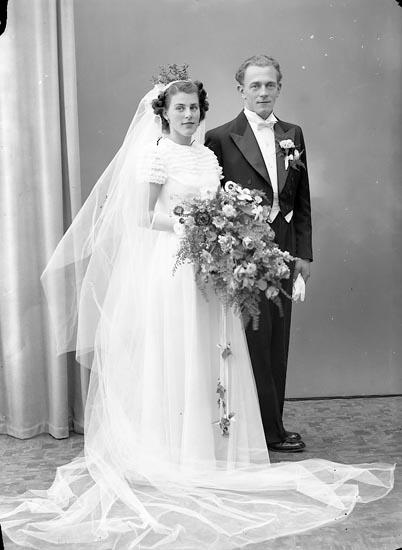 """Enligt fotografens journal nr 7 1944-1950: """"Fernström, Herr Hans Här""""."""