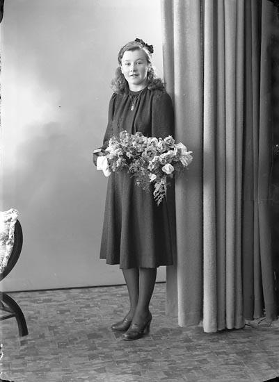 """Enligt fotografens journal nr 6 1930-1943: """"Hansson, Fr. Gunhild Skår St. Höga""""."""