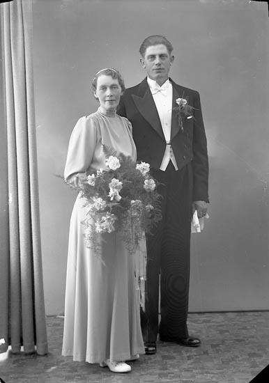 """Enligt fotografens journal nr 6 1930-1943: """"Johansson, Herr John Holm Här""""."""