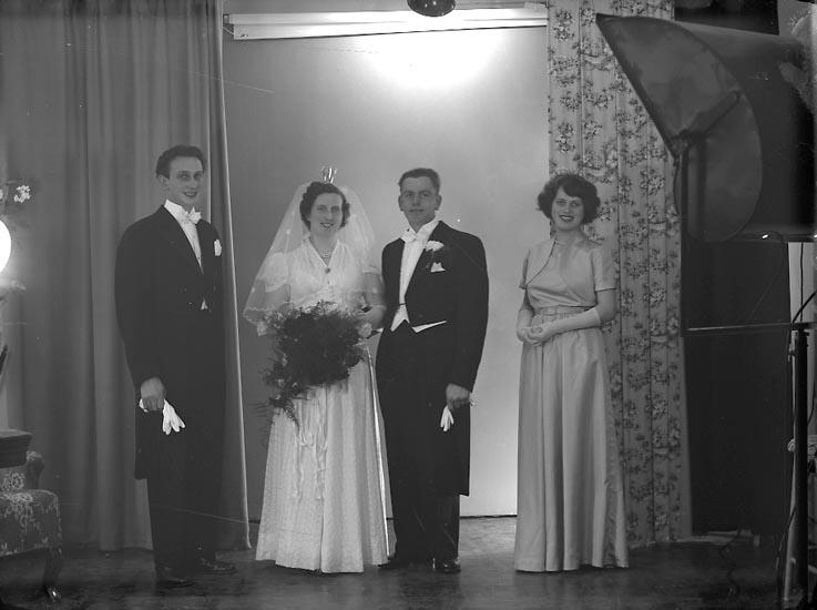 "Enligt fotografens journal nr 8 1951-1957: ""Jansson, Herr Erik Varekil""."