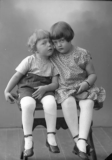 "Enligt fotografens journal nr 5 1923-1929: ""Johansson, Inger o Ingemar Ytterby""."