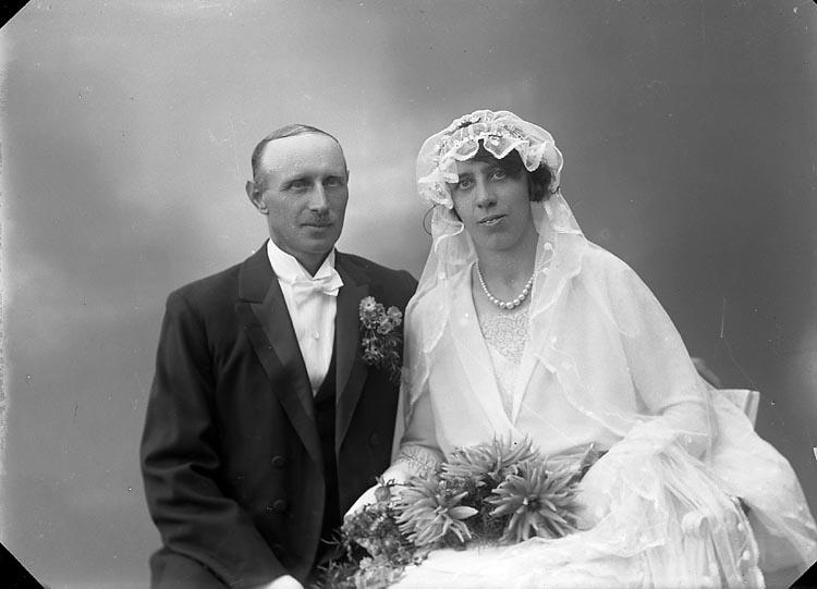 "Enligt fotografens journal nr 6 1930-1943: ""Karlsson, Johan Stenungsund""."