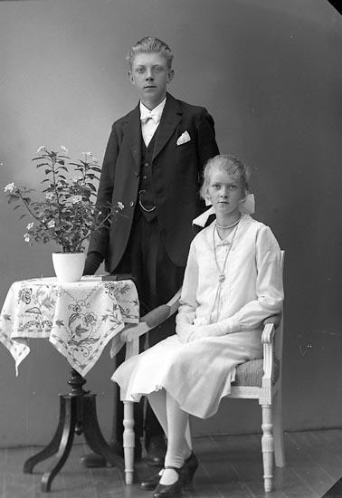"""Enligt fotografens journal nr 6 1930-1943: """"Hermansson, Erik Strandkärr Här""""."""