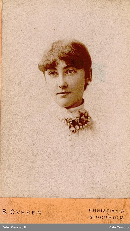 portrett, kvinne, organist, vignettert brystbilde
