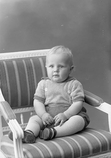 "Enligt fotografens journal nr 6 1930-1943: ""Andersson, Bertil, Birger Andersson Varekil""."