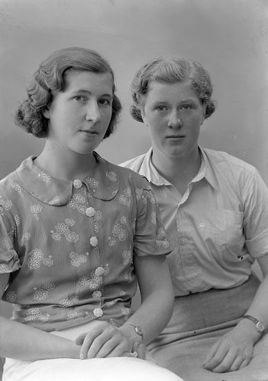 """Enligt fotografens journal nr 6 1930-1943: """"Grolander, Greta Rolfshöjd Kungälv""""."""