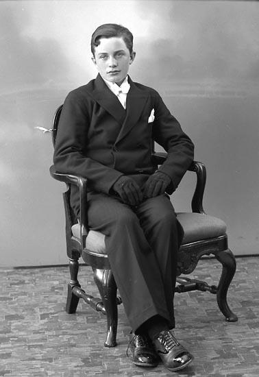 """Enligt fotografens journal nr 6 1930-1943: """"Andersson, John Strandnorum Här""""."""