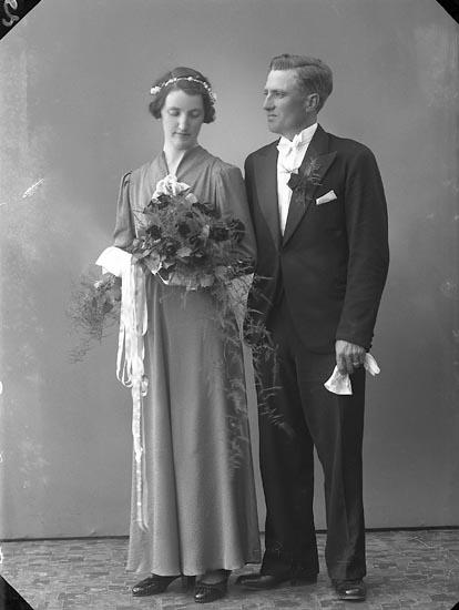 """Enligt fotografens journal nr 6 1930-1943: """"Abrahamsson, Edvin Bräcke Ödsmål""""."""