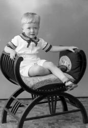 """Enligt fotografens journal nr 6 1930-1943: """"Thorén, Sture Ky"""