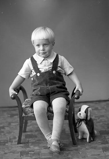 """Enligt fotografens journal nr 6 1930-1943: """"Edvardsson, Karl Erik Kopparberget Här""""."""
