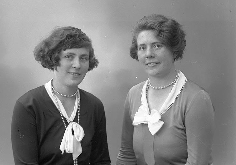 """Enligt fotografens journal nr 6 1930-1943: """"Johansson, Svea Kaféet Här""""."""