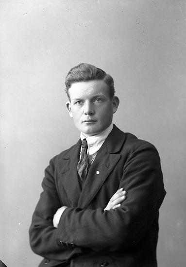 """Enligt fotografens journal nr 4 1918-1922: """"Johansson, Arvid Ön""""."""