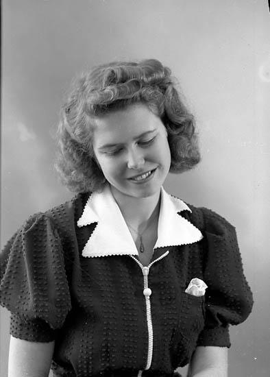 "Enligt fotografens journal nr 6 1930-1943: ""Weejs, Fr. Ulla Stenungsund""."