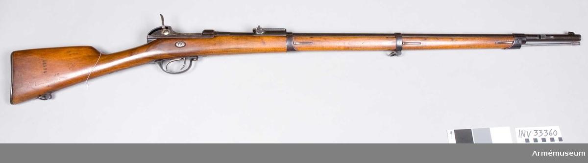 Grupp E II. Gevär m/1869 med bakladdning, för infanteri. Med Werders mekanism för centralantändning. Antal refflor 4 st. Räffelstigning 1 varv på 91,5 cm. Kulans vikt 22 gr. Krutladdningens vikt 4,3 gr. Loppets rel. l:81 kal.
