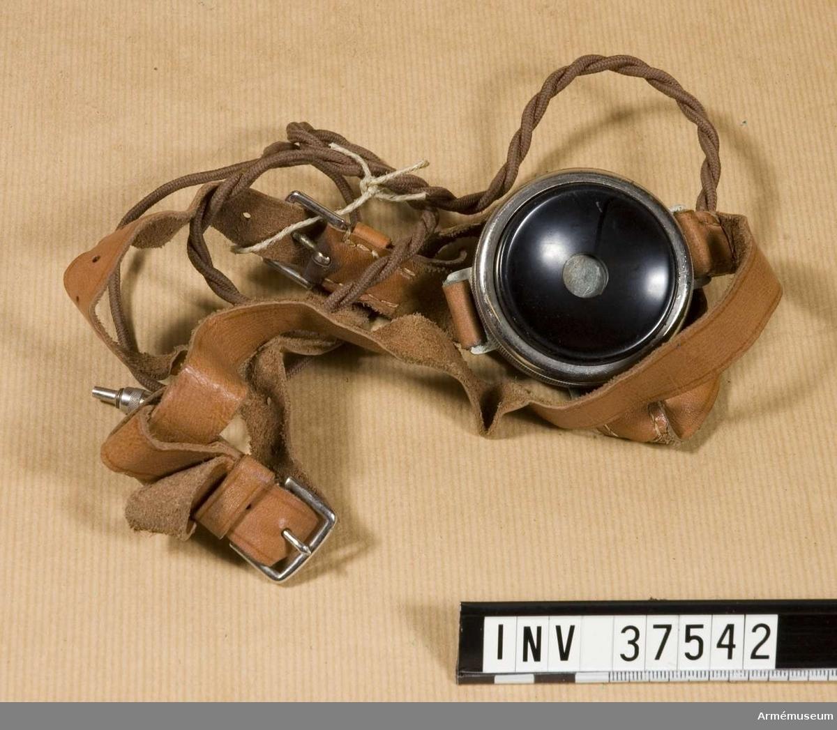 Samhörande nr 37541-3, telefon, hörtelefon, väska .Extra hörtelefon till telefonapparat m/1918 mindre. Grupp H I.