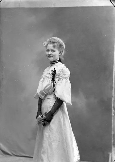 Fotograf Ingeborg Enander, självporträtt 1904