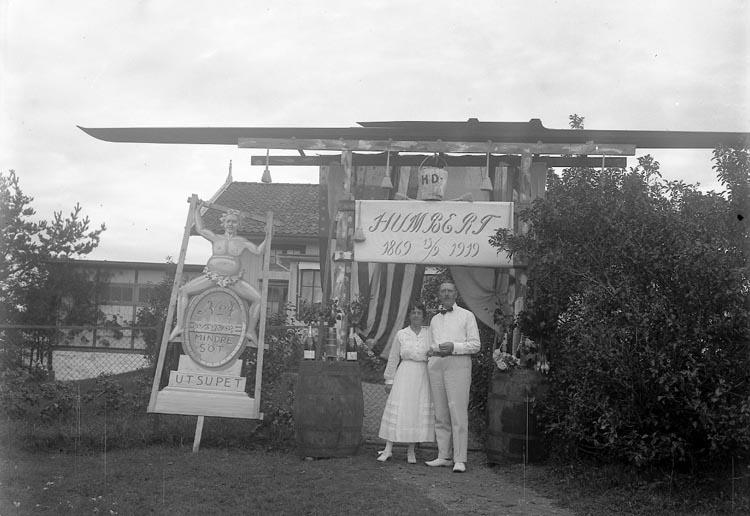 "Enligt fotografens journal nr 4 1918-1922: ""Dahlgren, Herr Humbert m. Fru Ön""."
