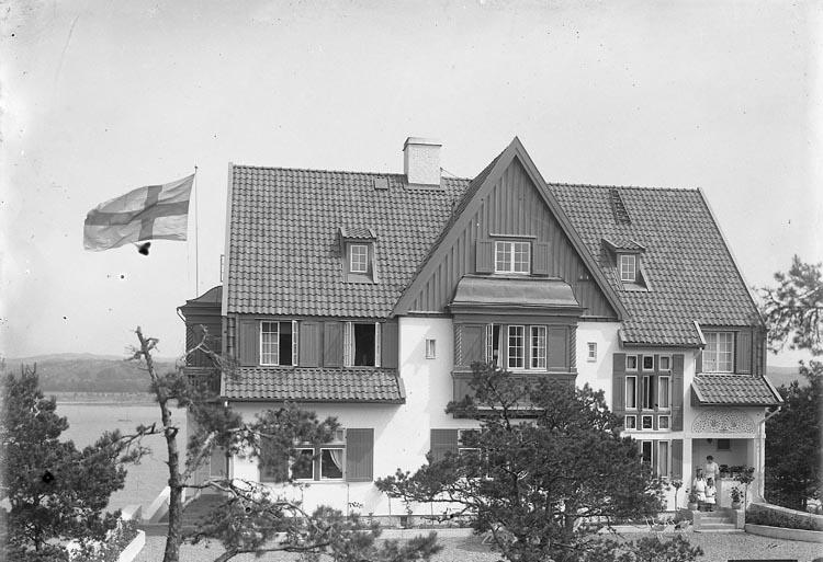 "Enligt fotografens journal nr 5 1923-1929: ""Kindal, Konsul, Stenungsön""."