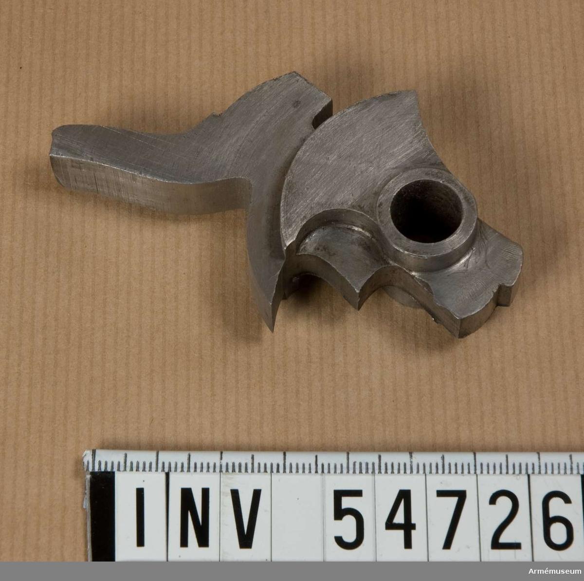 Grupp E VIII.  Stadium 14 i tillverkningsordningen. Gevärsdel till 1867 års gevär m/1867, en av c:a 400 delar.
