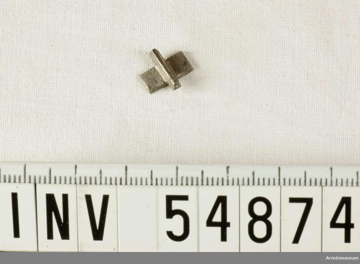 Grupp E VIII. Del till pipa. Nr 5 (av 5) i tillverkningsordningen. Gevärsdel till 1867 års gevär m/1867, en av c:a 400 delar.