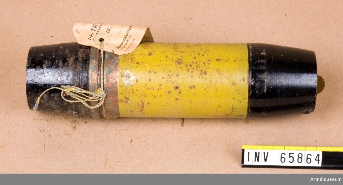 Grupp F II.  Saknar rör. I granaten finns ett papplock och ett mässingsrör (kulhållare).