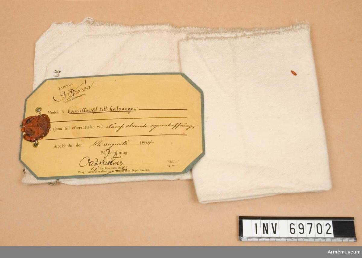 Modell å bomullsväv till kalsonger. Modellappen daterad 14/8 1894 och underskriven av Otto Kistner och A Thorén.