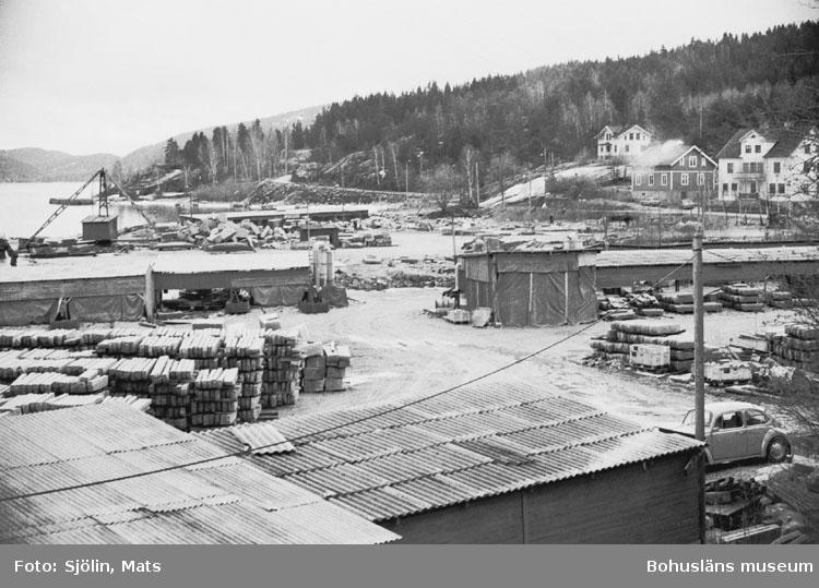 """Bohusläns samhälls- och näringsliv. 2. STENINDUSTRIN. Film: 21  Text som medföljde bilden: """"Vy Kullgrens plan. April 1977."""""""