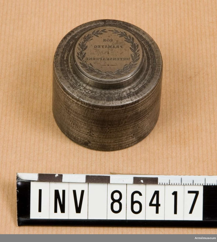 Grupp M. Äldre n:r: N 62 b).  Stans till belöningsjetton instiftad 1797 för kadetter vid Kungl. Krigsakademien.