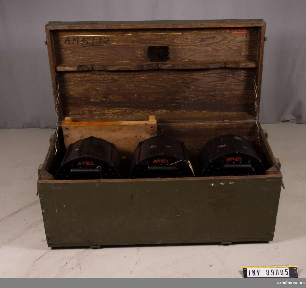 Magasin till 20 mm luftvärnsautomatkanon m/1941. 3 st i låda med tillbehör