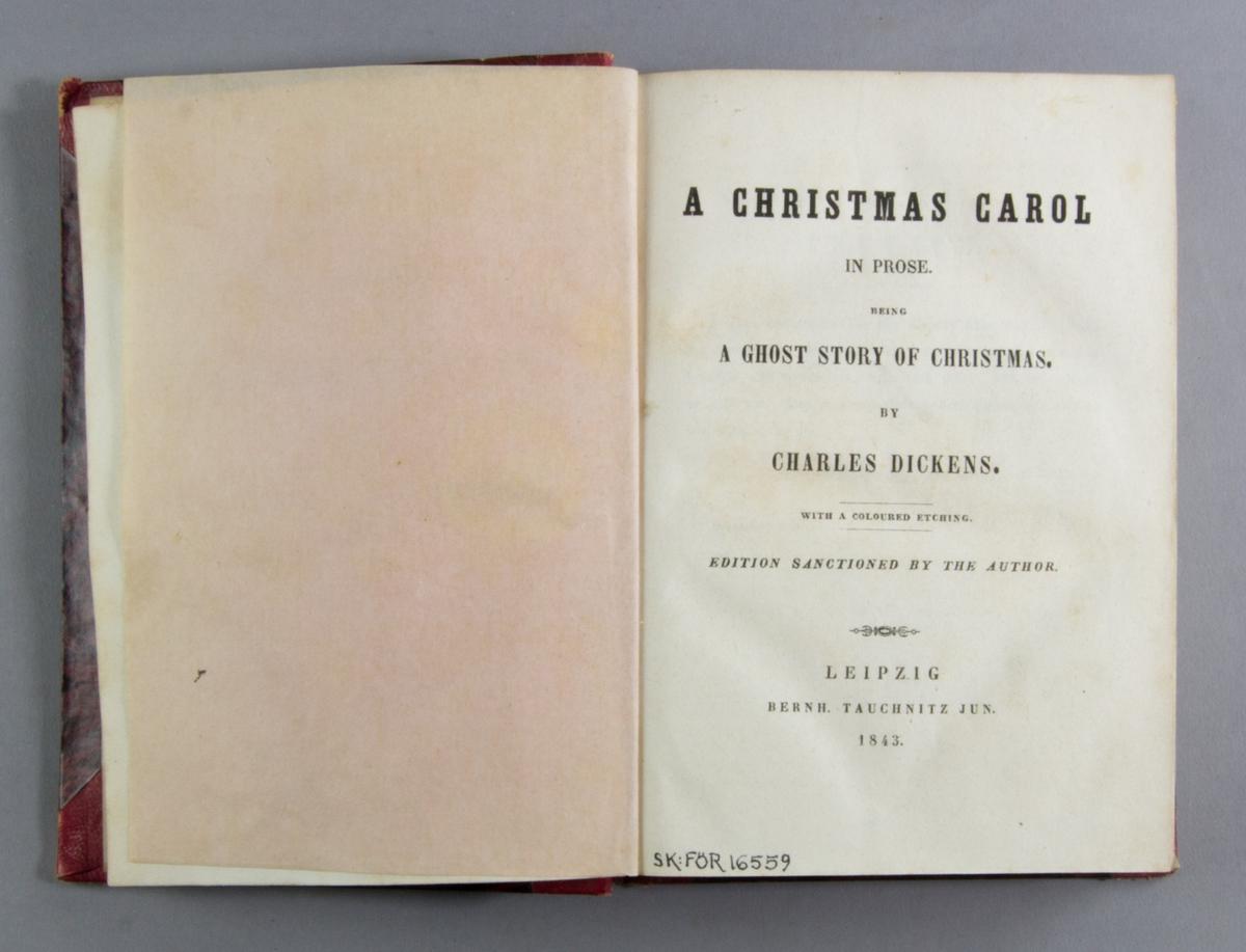 """Bok, halvmarokängband, bestående av två abeten: """"A christmas carol in prose. Being a ghoststory of christmas."""" skriven av Charles Dickens och tryckt av  B. Tauchnitz i Leipzig 1843.  Inbunden tillsammans med """"Sketches by Boz"""" skriven av Charles Dickens och tryckt av  B. Tauchnitz i Leipzig 1843.  Bandet med röd rygg, blindpressad och guldornerad. Ryggen något nött. Pärmen klädd i marmorerat rött och svart papper."""